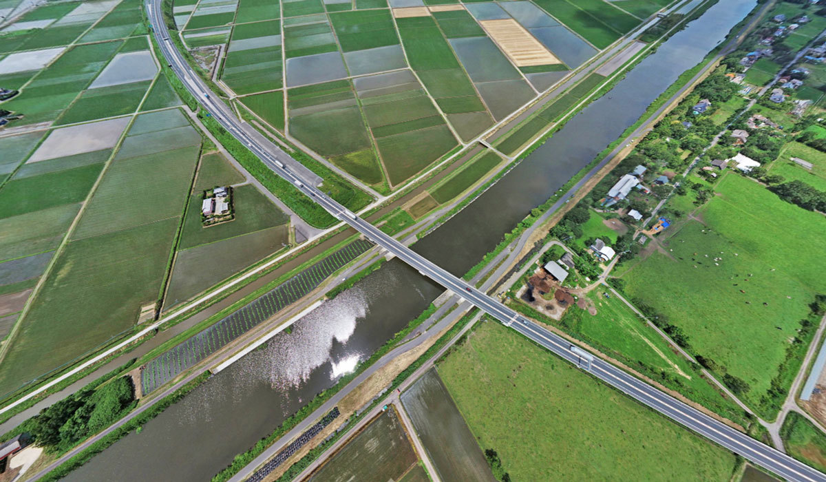 稲敷市おすすめ景観スポットの新利根川と圏央道の交差地点